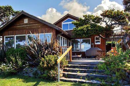 3BR Oceanfront Arch Cape Home - Arch Cape - Huis
