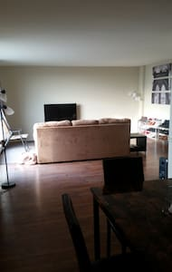 Massive Two-Story Penthouse in Downtown Windsor - Windsor - Appartement