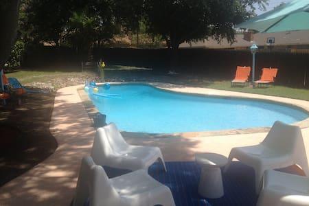 Mid Century flair house w pool - Casa