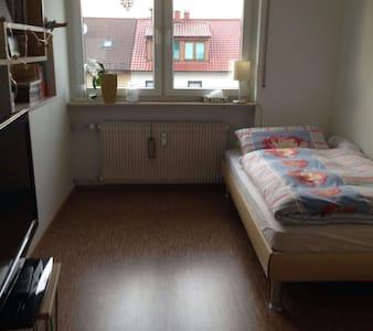 Freundliches und modernes Zimmer, gute Anbindung - Mannheim - Pis