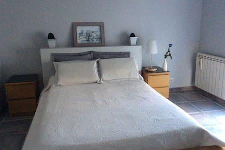 Chambre dans villa avec piscine terrasse tonnelle - Marguerittes - Hus