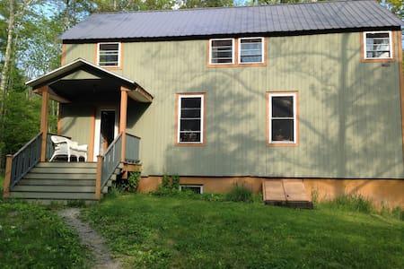 Light & Bright 2 bdrm Pine House - Casa