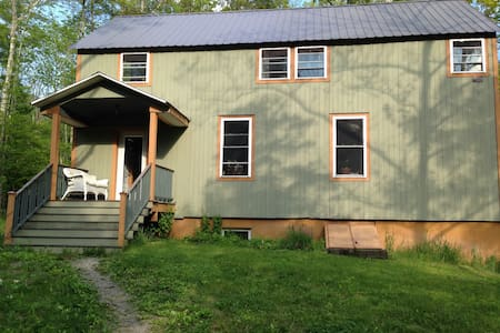 Light & Bright 2 bdrm Pine House - Hus