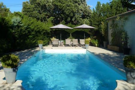 Grande maison familiale au calme avec piscine - Dom
