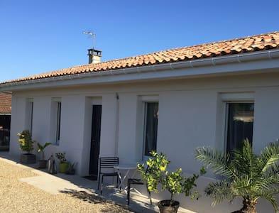 Maison rénovée près de Bordeaux - Yvrac - Ev