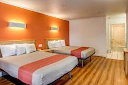 Motel room share for 10 days. - Lodi - Szoba reggelivel