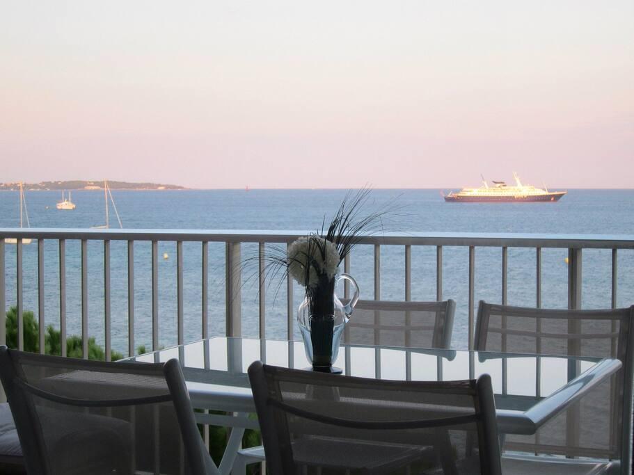 Vue de la terrasse - Location vacances appartement Cannes