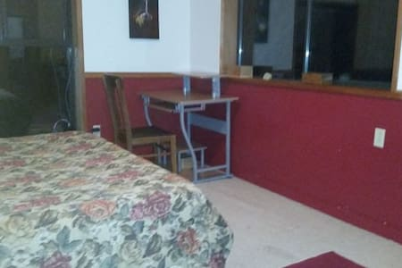 OUR Farmhouse - The Red Room - Hus