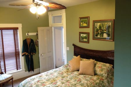 The Windsor B&B -Asian Suite - Yale - Bed & Breakfast