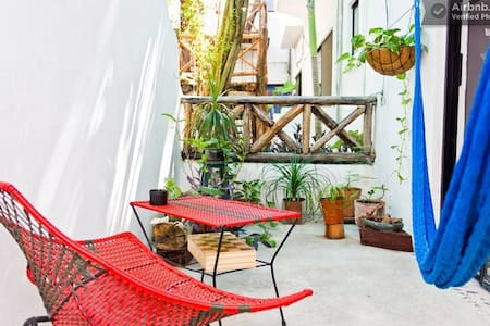 Beautiful room with private bathroom in a 2 bedroom shared apartment right in the heart of downtown Playa del Carmen.  On 24th st. between 5th and 1st. Ave. is steps from everywhere you might want to hang out.