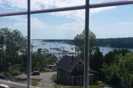 Expansive Harbor Views on Main St. - Daire