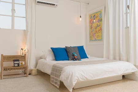 A cute, comfy, bright and spotless studio with an amazing rooftop sea view.   The apartment is on the main Mar Mikhael road which provides you direct access to the hippest bars and restaurants.