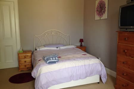 Cosy and Stylish Large Double Room - Bearsden