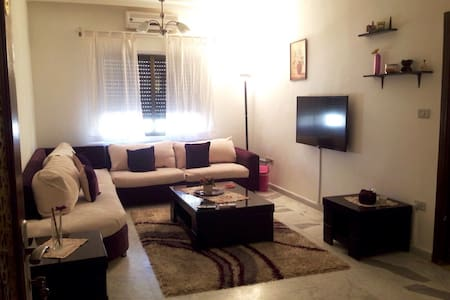 Attractive furnished apt (monthly)