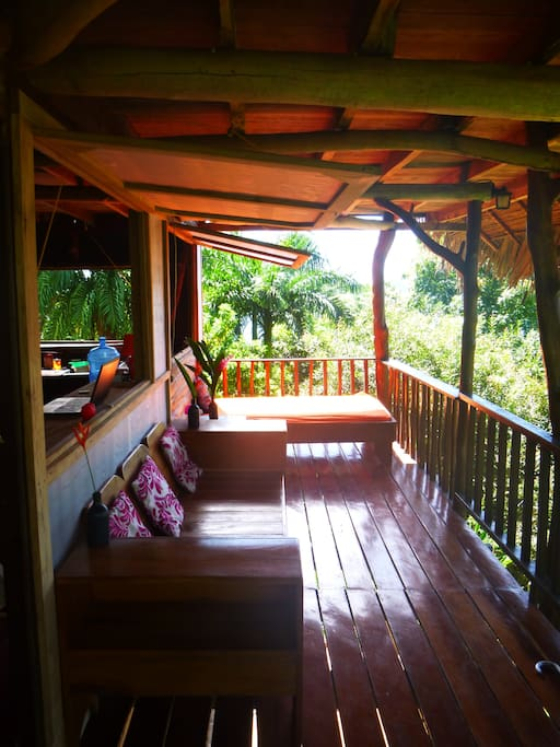 3 porches, with hammocks, (floating)beds. True tree house sensations...