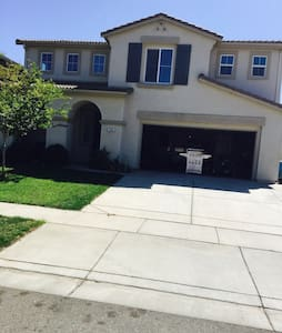 The Place to Stay 3br 2.5 bath Home - Yuba City - Haus