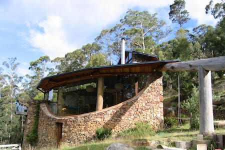 Architectural home in bush setting - Fern Tree - Haus