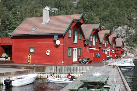 Boathouse apartment  ground floor - Hjelmeland