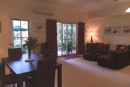 Quiet Garden Hideway - Pet friendly - Daire