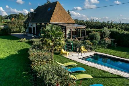Maison de 5 chambres avec piscine - Hus