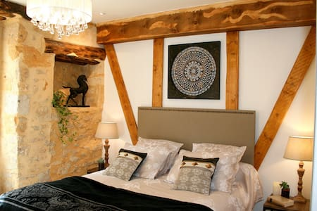 Lovely  bedroom with ensuite, wi-fi