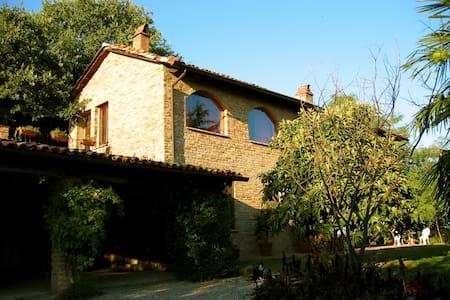 Italian Sojourn - Vignale Monferrato - Hus