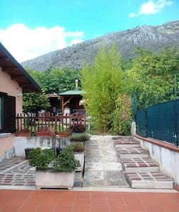 Grottino  (80mq), con giardino in collina - Villa