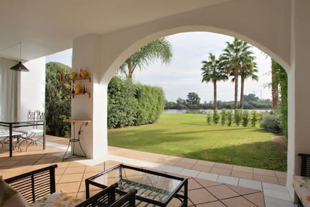 Sotogrande luxury apartment, private garden, wifi - San Roque - Lejlighed