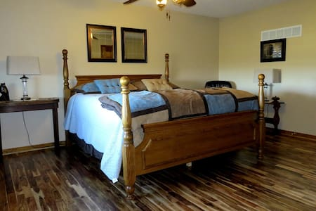 Scenic Ridge - suite in the country - Ray County - Casa