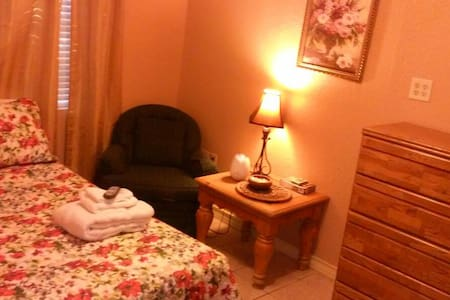 Private Studio Apartment-Great for Extended Stays - Laredo - Apartment