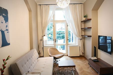 Art Nouveau apartment with FREE breakfast! - Prag - Lägenhet