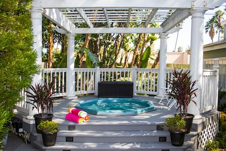 Tweet! Loft Guesthouse & Hot Tub - Los Angeles - House