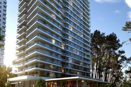Room type: Entire home/apt Property type: Condominium Accommodates: 5 Bedrooms: 2 Bathrooms: 2