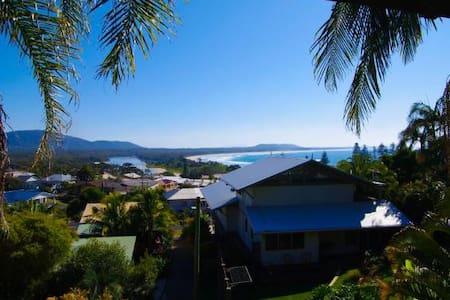 Beach views. Private Gardens. Sleeps 6. Best Value - House