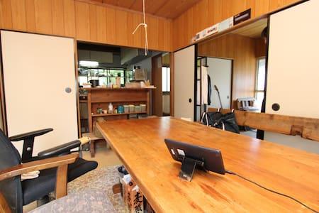 横須賀の丘の上、眺望良い築60年の木造日本家屋 - Haus