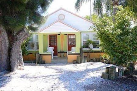 Cozy north-island beach bungalow