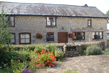 The Old Barn B&B - Barry - Bed & Breakfast