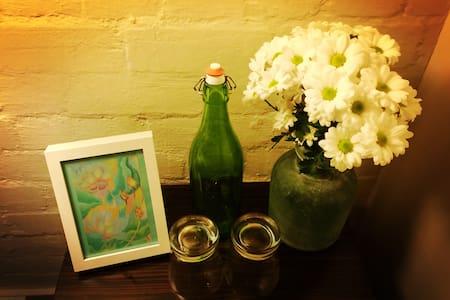 Hidden Flower: Melbourne CBD Lane