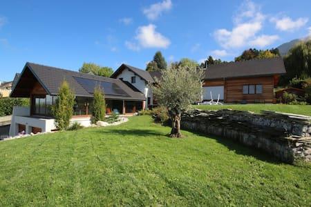 Maison d'architecte avec vue lac - Casa
