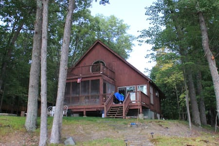 Country Style Lake Front Rental - Haus