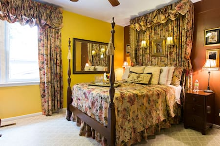 PEACEFUL HAVEN B&B Woodland Rose Rm - Des Moines - Bed & Breakfast