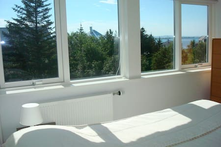 Room with a sea view next door to pool, CityC15min - Reykjavík - Apartment