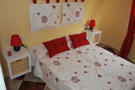 Room type: Entire home/apt Property type: Apartment Accommodates: 5 Bedrooms: 3 Bathrooms: 1