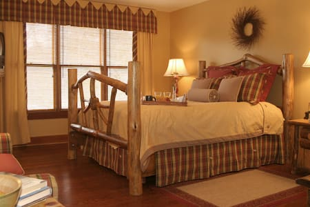 Hearthstone Lodge / Jonagold suite - Bed & Breakfast