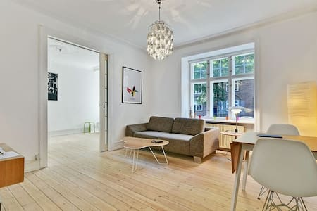 Classic modernized apartment close to city, metro and the vibrating local area. Copenhagen Zoo around the corner and Frederiksberg Park. Bright living room with big screen TV and bedroom with double bed. New bath + kitchen which is shared with one.