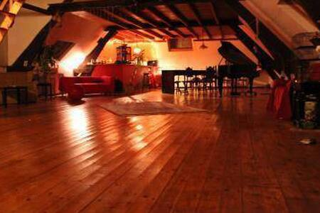Super chambre dans un loft