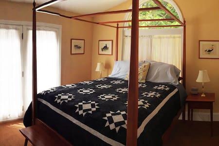 Perfect Okemo Room Queen Poster Bed - Ház