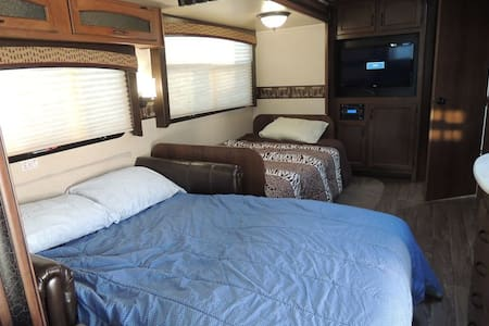 Luxury RV on 800 ' of  Snake River - Autocaravana