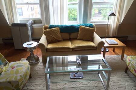 Sunny, fab 1bd in brownstone