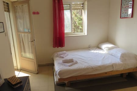 spacious room in perfect location - Apartament